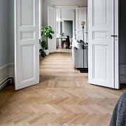 pavimento legno spina con cornice